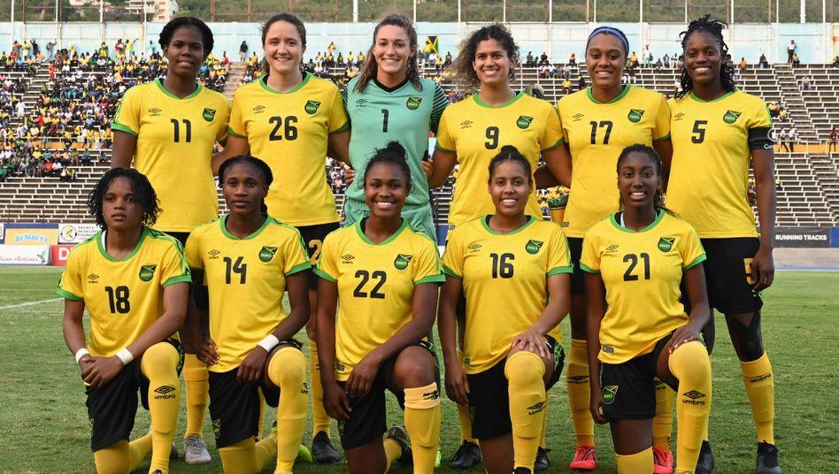 Die Reggae Girlz vor dem Freundschaftsspiel gegen Panama (Mai 2019)