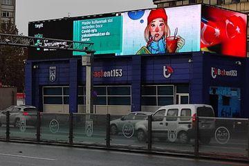 Werbefläche in Ankara: Auch hier werden Fake News aufgedeckt – für jeden sichtbar