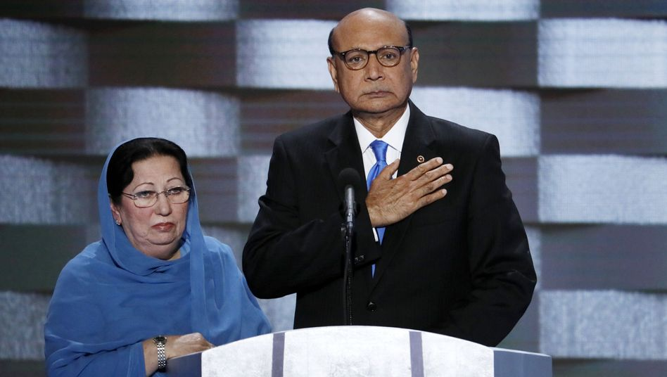 Khizr Khan mit seiner Frau Ghazala
