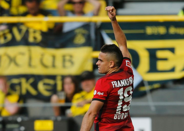 Rafael Borré freut sich, war er doch am Dortmunder Eigentor beteiligt