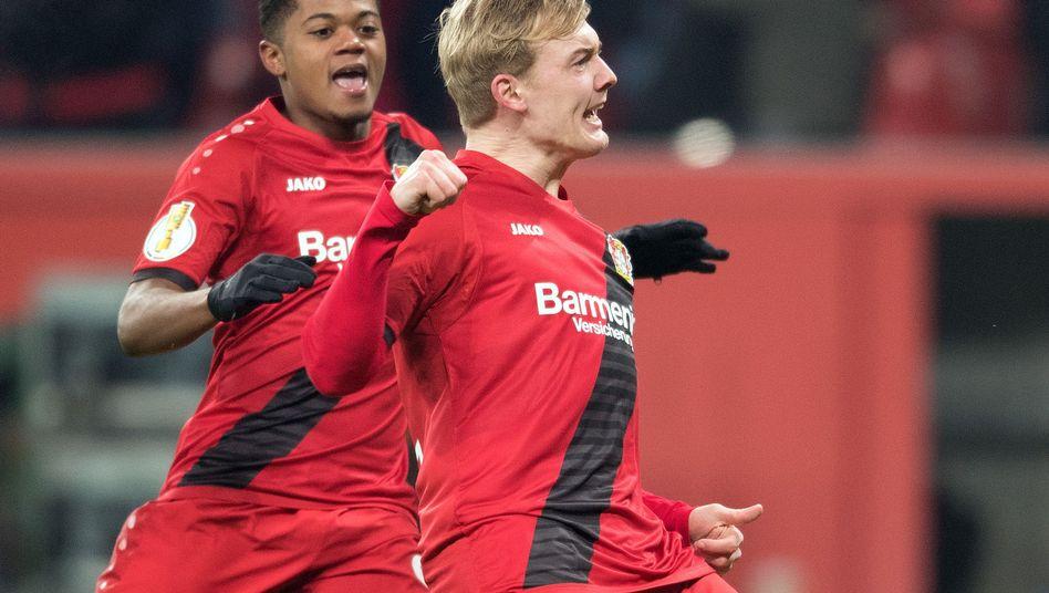 Julian Brandt und Leon Bailey (Hintergrund)