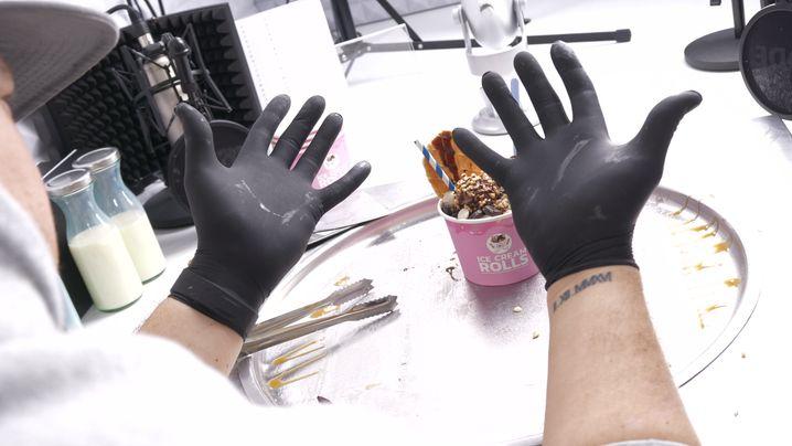 Die Hände des Eismachers Gil Grobe: Im Netz sind sie bekannter als sein Gesicht