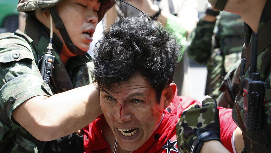 Festnahme bei Protesten: Die Armee geht hart gegen Demonstranten vor