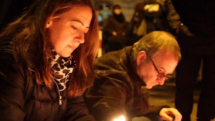 Mahnwache für Tugce: Kerzen und Tränen zum Abschied
