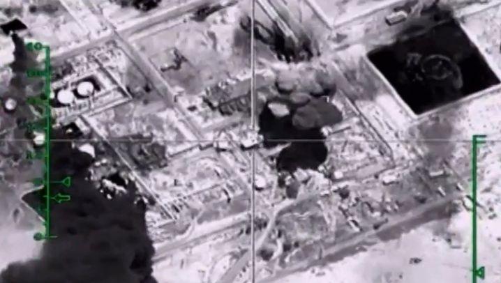 Video-Standbild des russischen Verteidigungsministeriums: Angriff auf IS-Ölproduktion