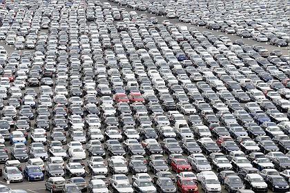 Autos am Emdener Hafen: Weiter wichtigster Exportzweig