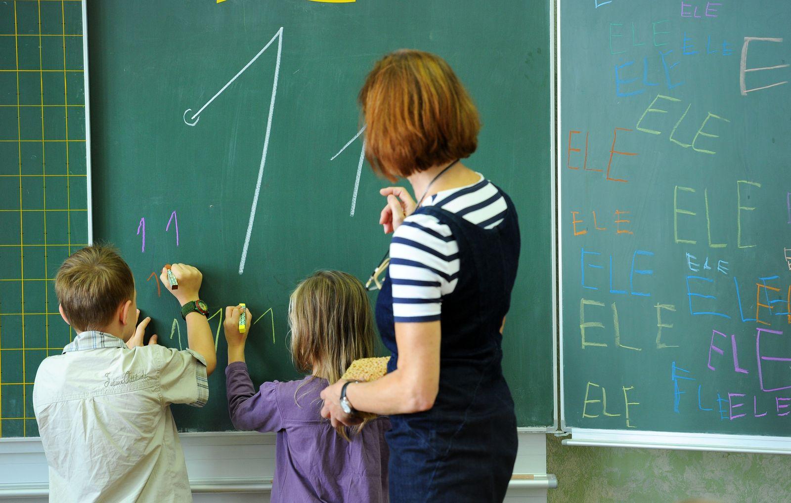 Schüler / Junge / Mädchen / Lehrer