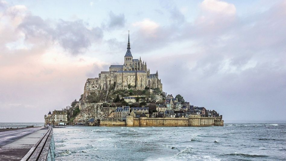 Gefährdetes Kulturdenkmal:Mont-Saint-Michel in Frankreich