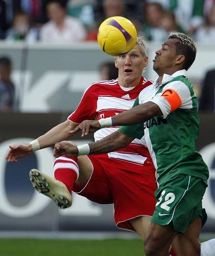 """Fußballprofis Schweinsteiger (l.) und Marcelinho: """"Immer höhere Hürden"""""""