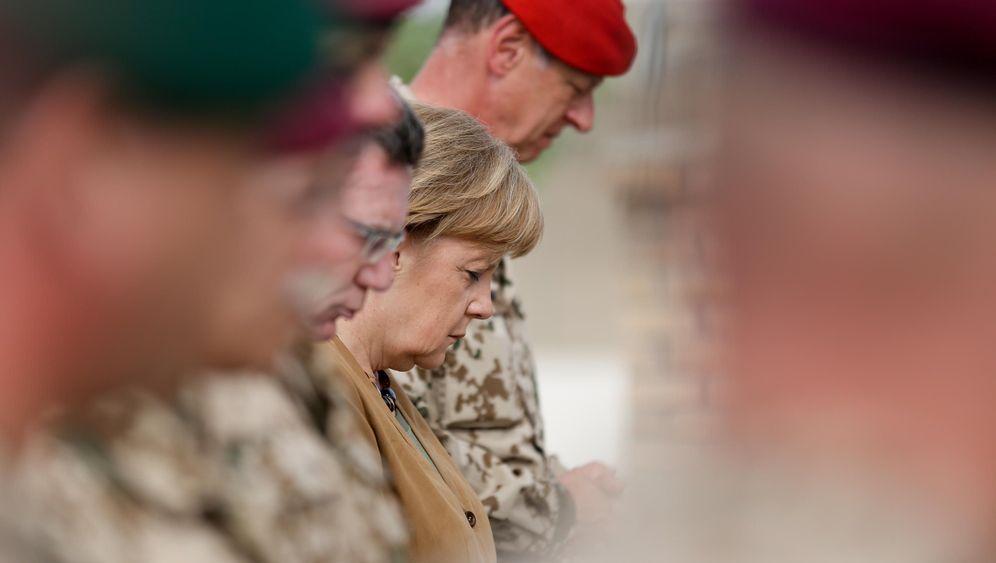 Photo Gallery: Merkel's Unannounced Visit to Afghanistan