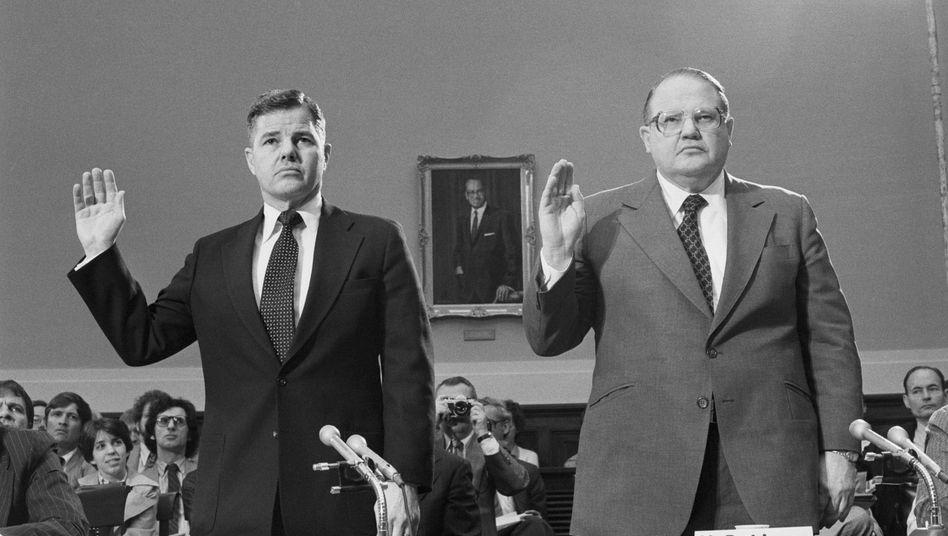 Die Brüder William Herbert und Nelson Bunker Hunt vor dem Kongressausschuss: »Eine Milliarde Dollar ist nicht mehr das, was sie einmal war«