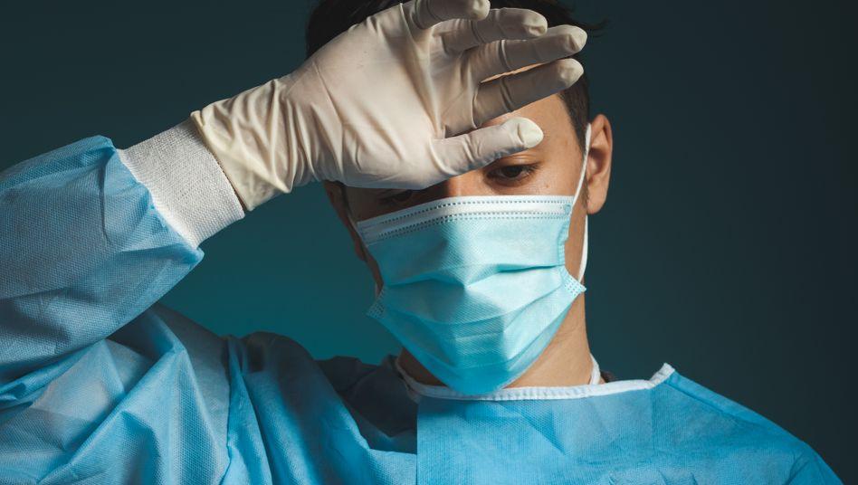 Die Coronapandemie belastet Pflegekräfte zusätzlich, auch in der Psychiatrie (Symbolbild)