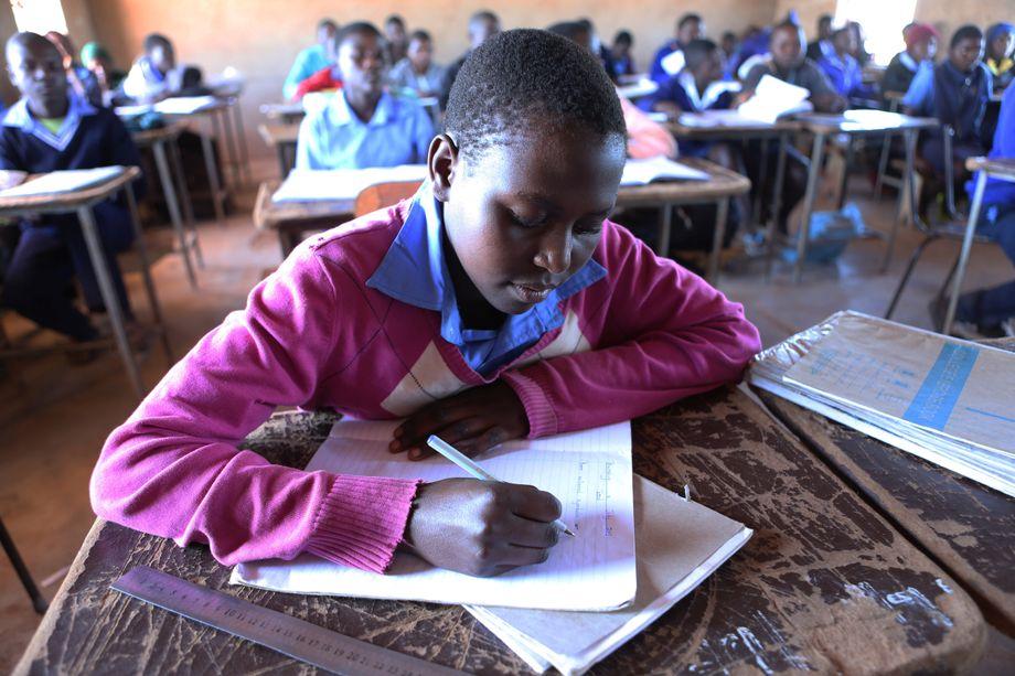 Schülerin Patience, 13, in Simbabwe: Schulschließungen im Lockdown führen besonders für Mädchen zu Problemen