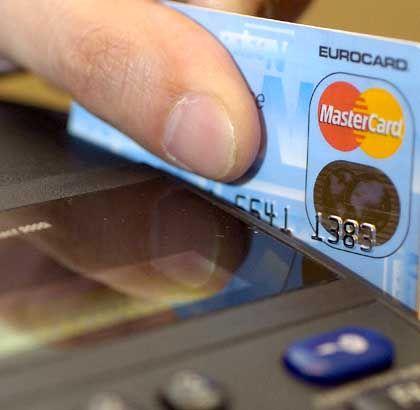 Shoppen mit Kreditkarte: USA-Touristen sollten Abrechnungen genau prüfen