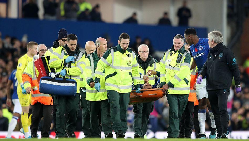André Gomes musste aus dem Stadion getragen werden