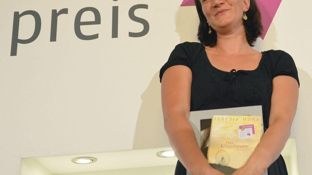 Buchpreisträgerin Mora: Roadtrip und Blick in den Abgrund