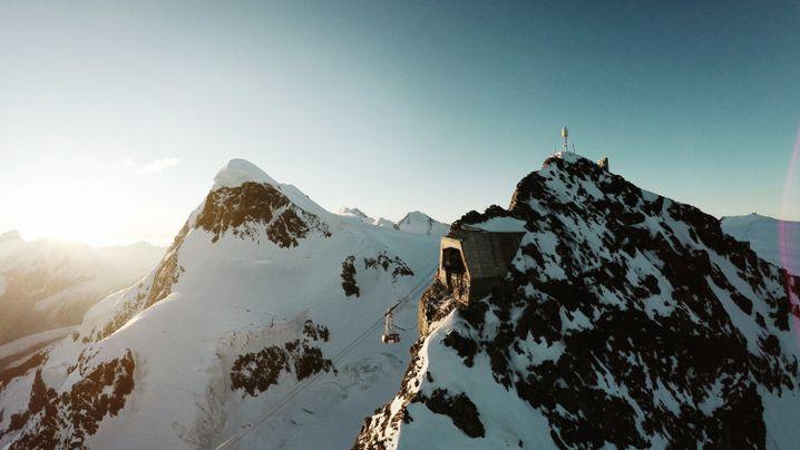 Einfahrt der Gondel auf dem Kleinen Matterhorn