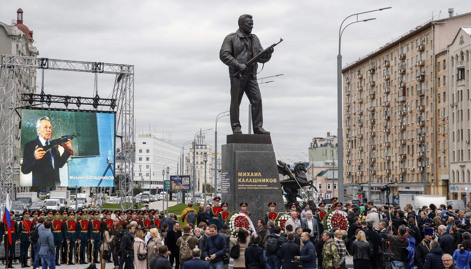 Moskau/ Kalaschnikow/ Statue/ Denkmal