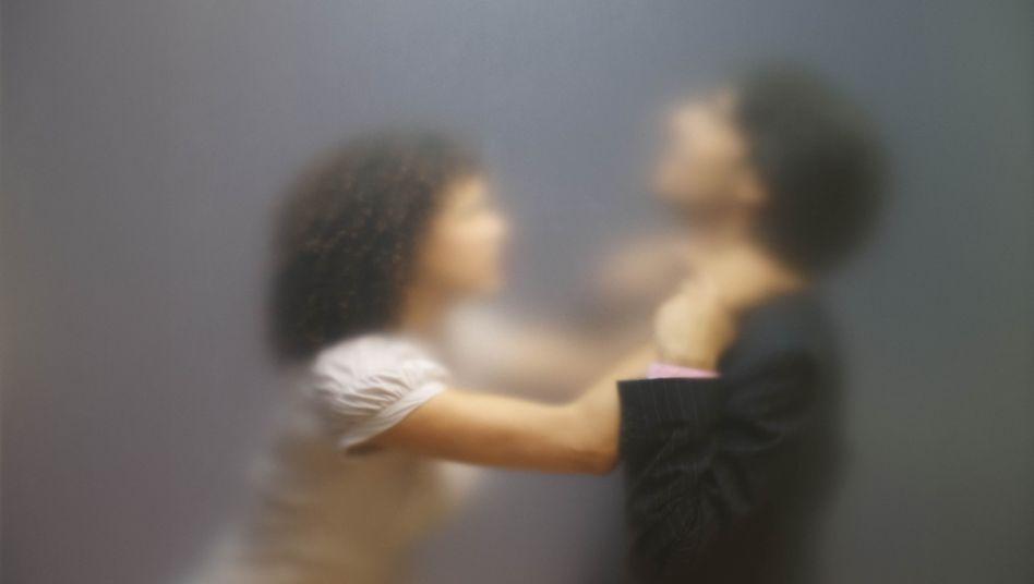 Konflikt in der Partnerschaft: Frauen üben häufiger körperliche Gewalt aus als Männer