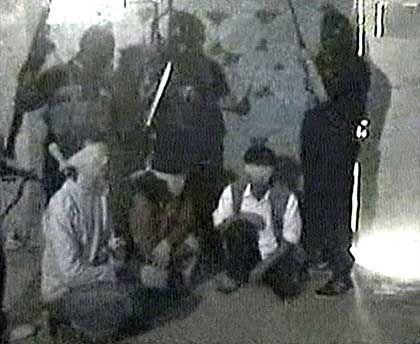 """Videoaufnahme aus der Geiselhaft: Todesangst bei den """"Mudschahidin Brigaden"""""""