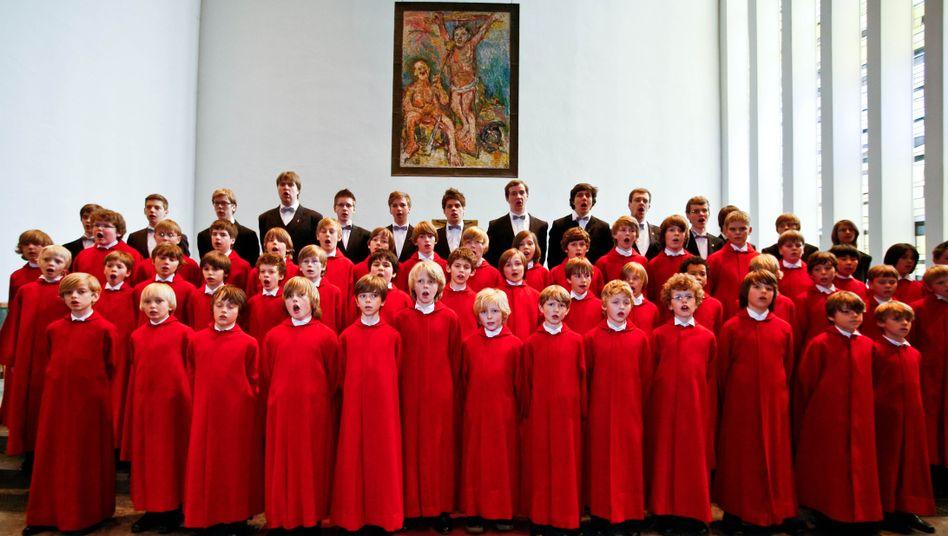 Der Knabenchor wurde 1960 als Chor des Norddeutschen Rundfunks gegründet und ist seit 1967 mit der Hauptkirche St. Nikolai verbunden.