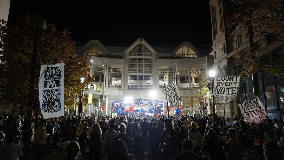 Vor dem Convention Center in Philadelphia: Demonstranten fordern, dass jede Stimme gezählt wird