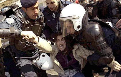 Bei Protesten in Istanbul wurden Demonstranten verhaftet