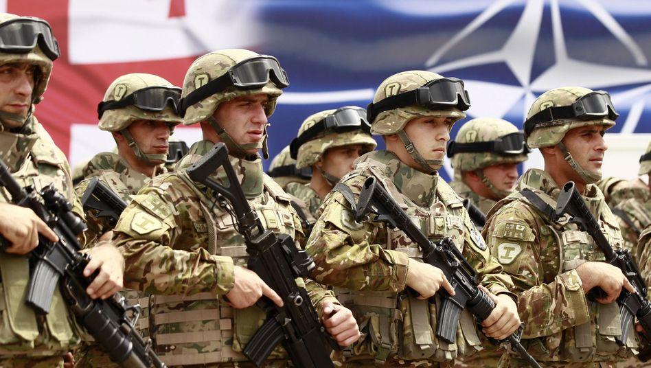 Georgische Soldaten bei der Einweihung des Nato-Ausbildungszentrums bei Tiflis: Signal in Richtung Moskau