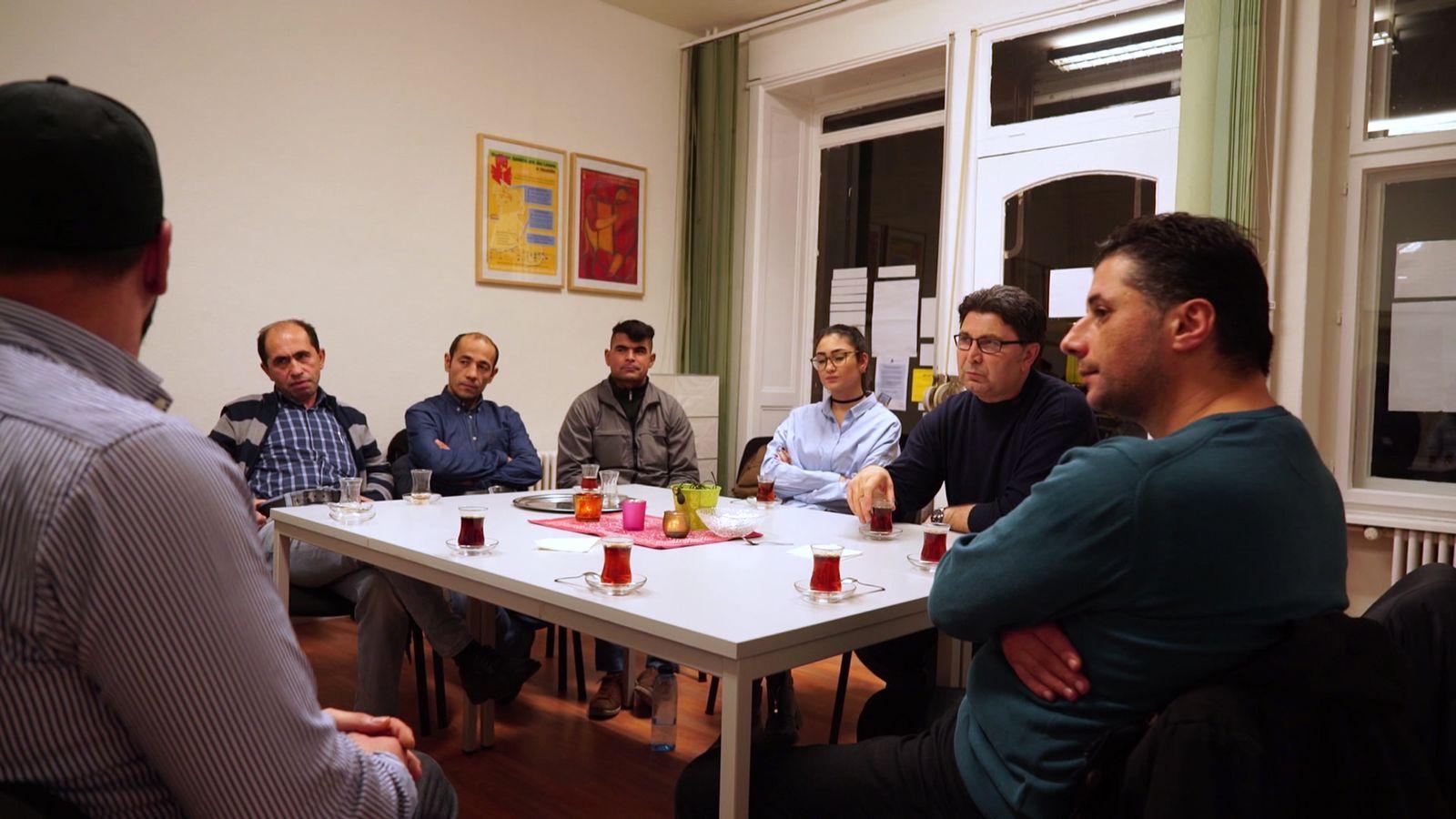 EINMALIGE VERWENDUNG Männergruppe / Neukölln / Muslime