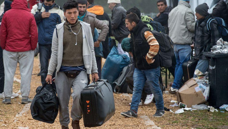 Flüchtlinge in Hessen: Über 300.000 Asylanträge offen