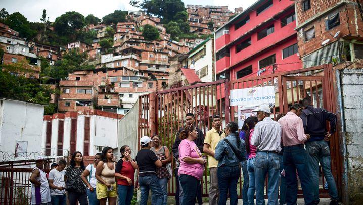 Fotostrecke: Blutiger Wahltag in Venezuela