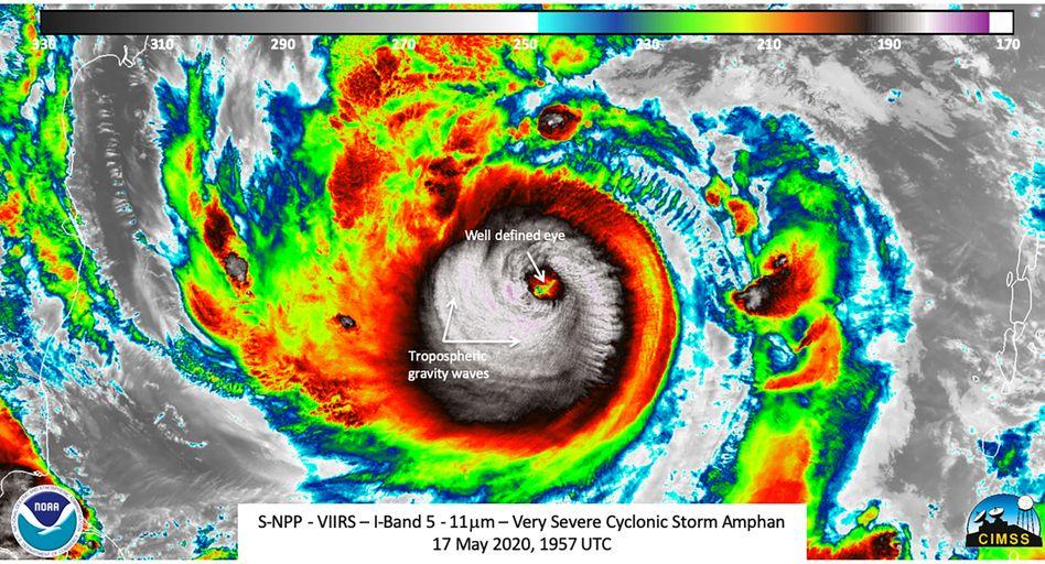 """Zyklon """"Amphan"""" in einer Aufnahme des Satelliten Suomi-NPP vom 17. Mai: Spitzengeschwindigkeit auf dem offenen Meer"""