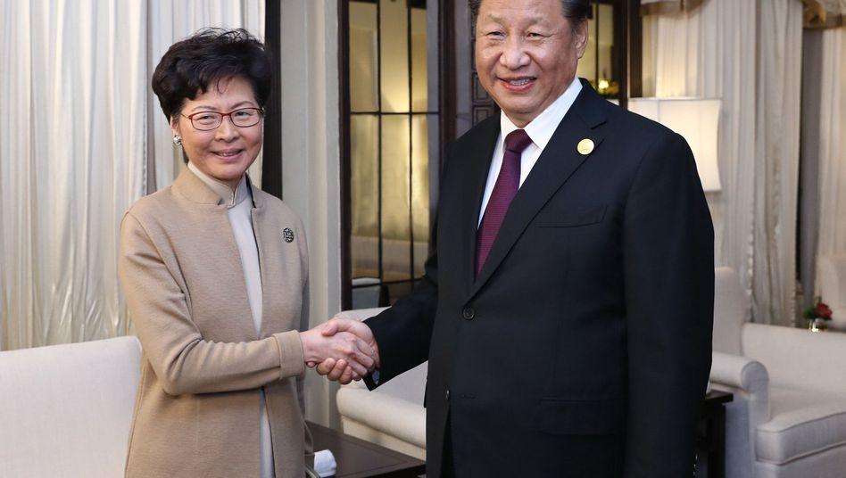 Carrie Lam und Xi Jinping: Die beiden trafen sich während der zweiten China International Import Expo in Shanghai