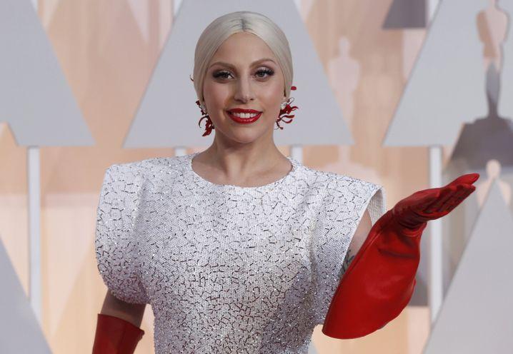 Wider das allgemeine Modediktat: Lady Gagas Handschuhe als Fashion-Statement