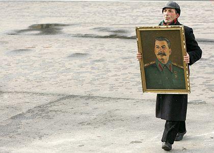 Gedenken an Stalin in Russland: Schulbuch verherrlicht den Diktator
