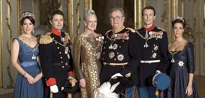 Dänemarks königliche Familie: Kronprinzessin Mary, Kronprinz Frederik, Königin Margrethe II., Prinz Henrik, Prinz Joachim und Prinzessin Marie