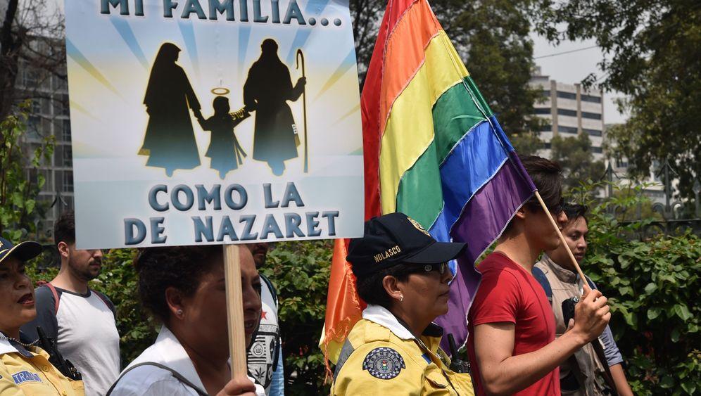Homo-Ehe: Weiß gegen bunt
