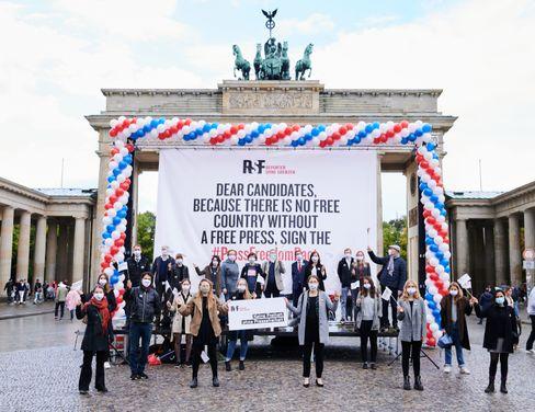 Protest in Berlin gegen die Einschränkung der Pressefreiheit in den USA