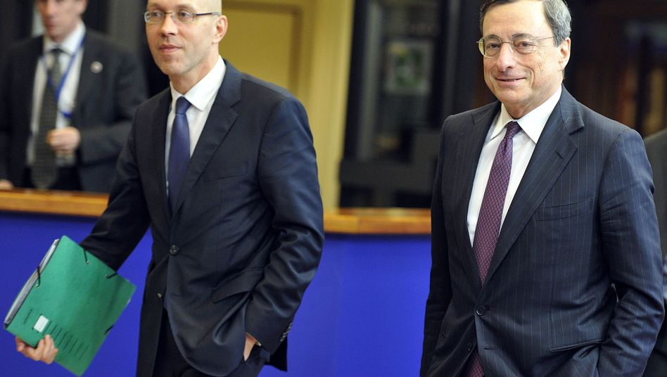 Even ECB Executive Board member Jörg Asmussen has recently opposed his boss, Mario Draghi.
