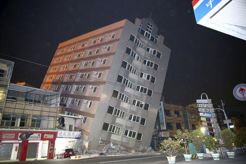 Haus in Tainan: Beben zehn Kilometer unter der Erdoberfläche