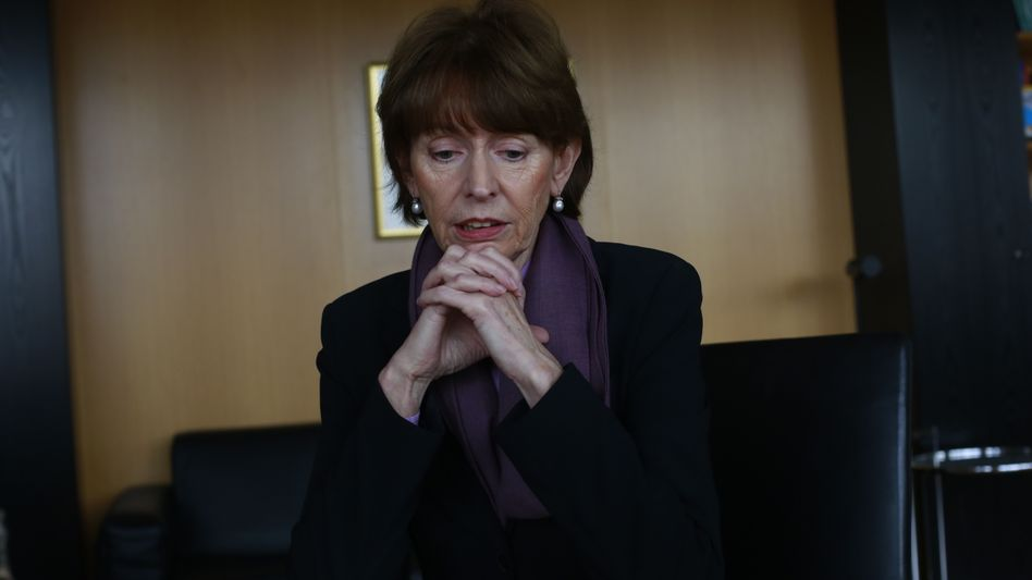 """Cologne Mayor Henriette Reker: Police """"did not fulfill their duty."""""""