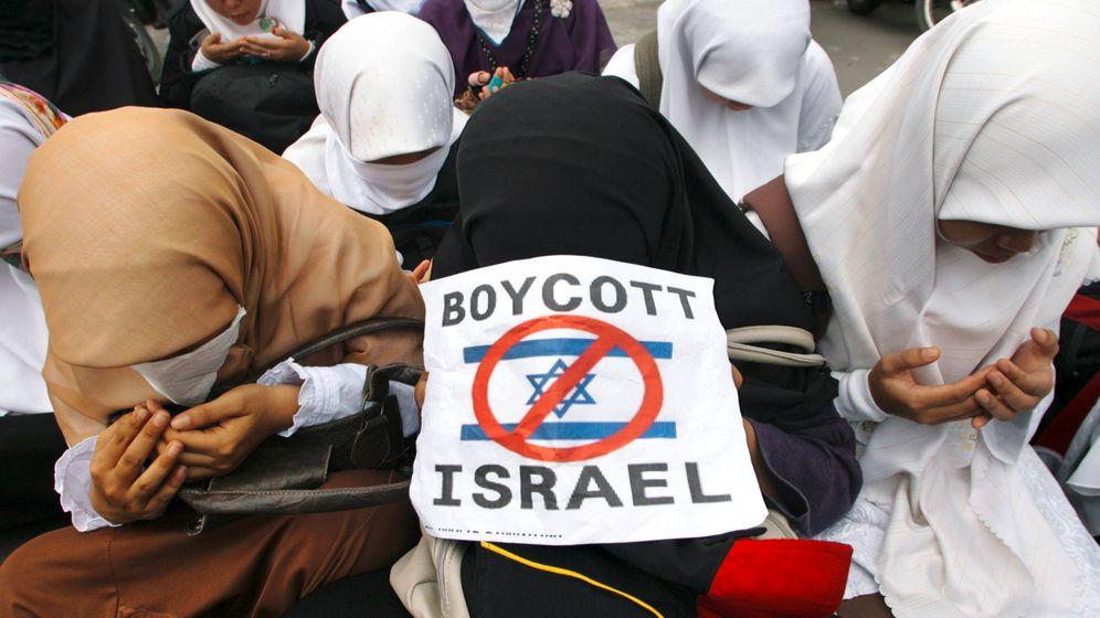 Photo Gallery: An International Backlash against Israel