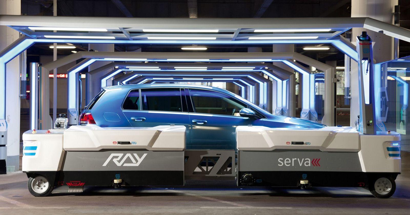 EINMALIGE VERWENDUNG Parkroboter Ray / Flughafen Düsseldorf