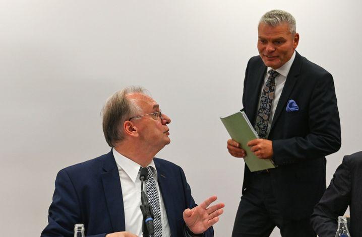 Ministerpräsident Haseloff und Innenminister Stahlknecht nach der Kabinettssitzung in Halle