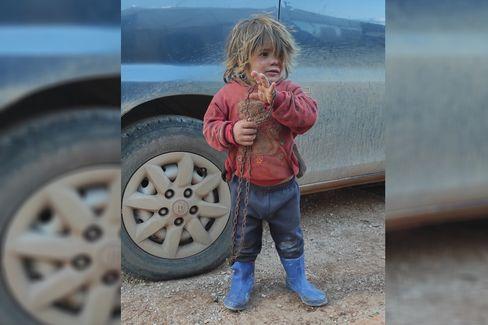 Nahla al-Othman, fünf Jahre, ein paar Monate vor ihrem Tod in einem Flüchtlingscamp im Nordwesten Syriens