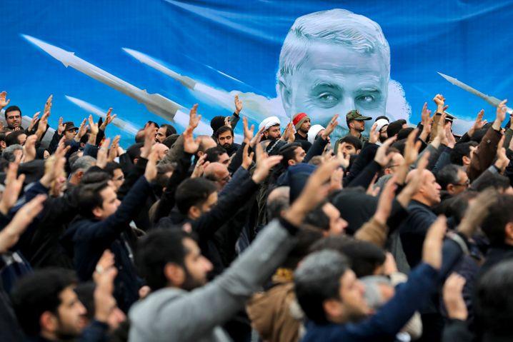 Ruf nach Vergeltung: Demobstration in Iran nach Qasem Soleimanis Tod