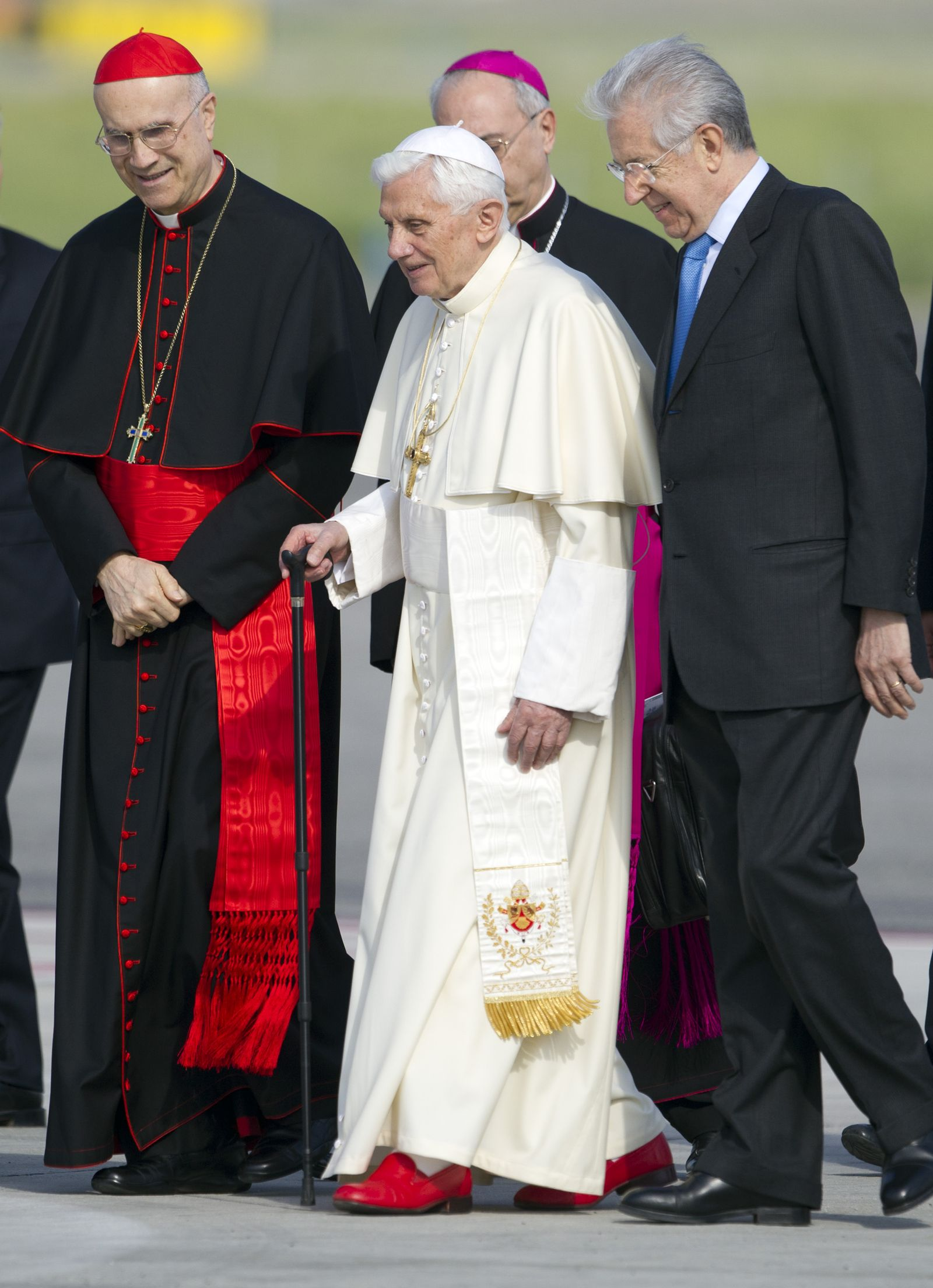 Papst Benedikt/ Monti/ Bertone