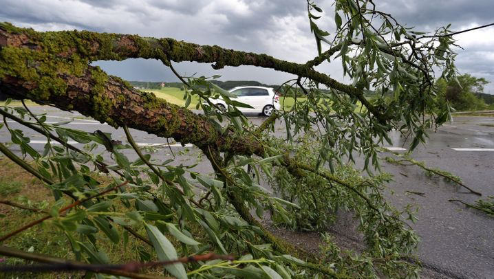 Unwetter in Deutschland: Hagel, Blitze, Sturm