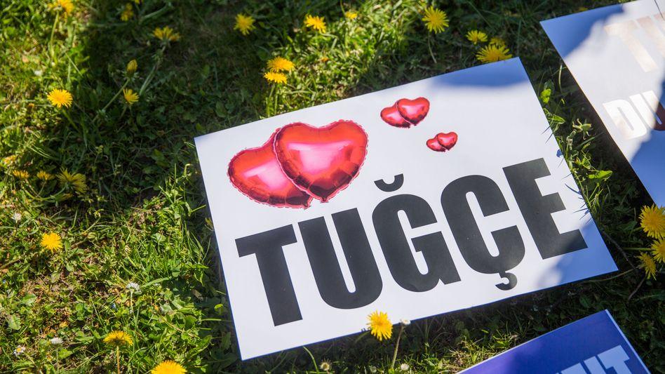Plakat für verstorbene Tugce: Todesursache Hirnblutung