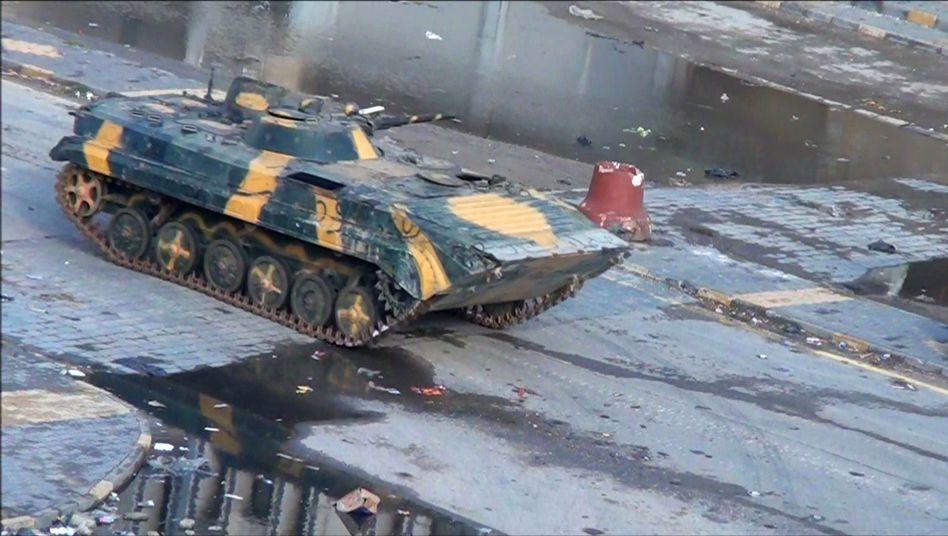Ein Panzer der Regierungstruppen in Homs: Tote und Verletzte bei Gefechten